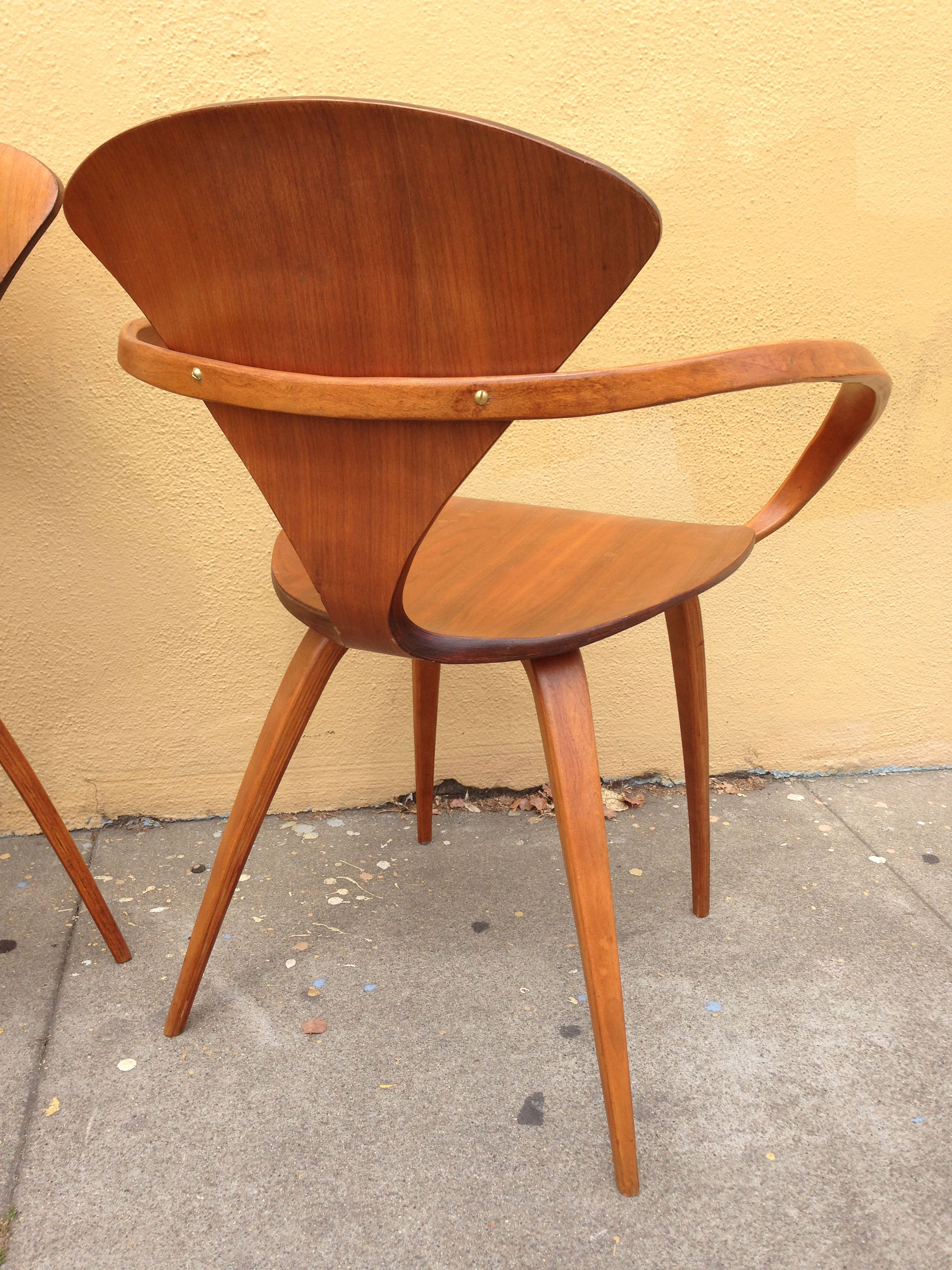 Six Cherner Plywood Chairs By Plycraft Sold