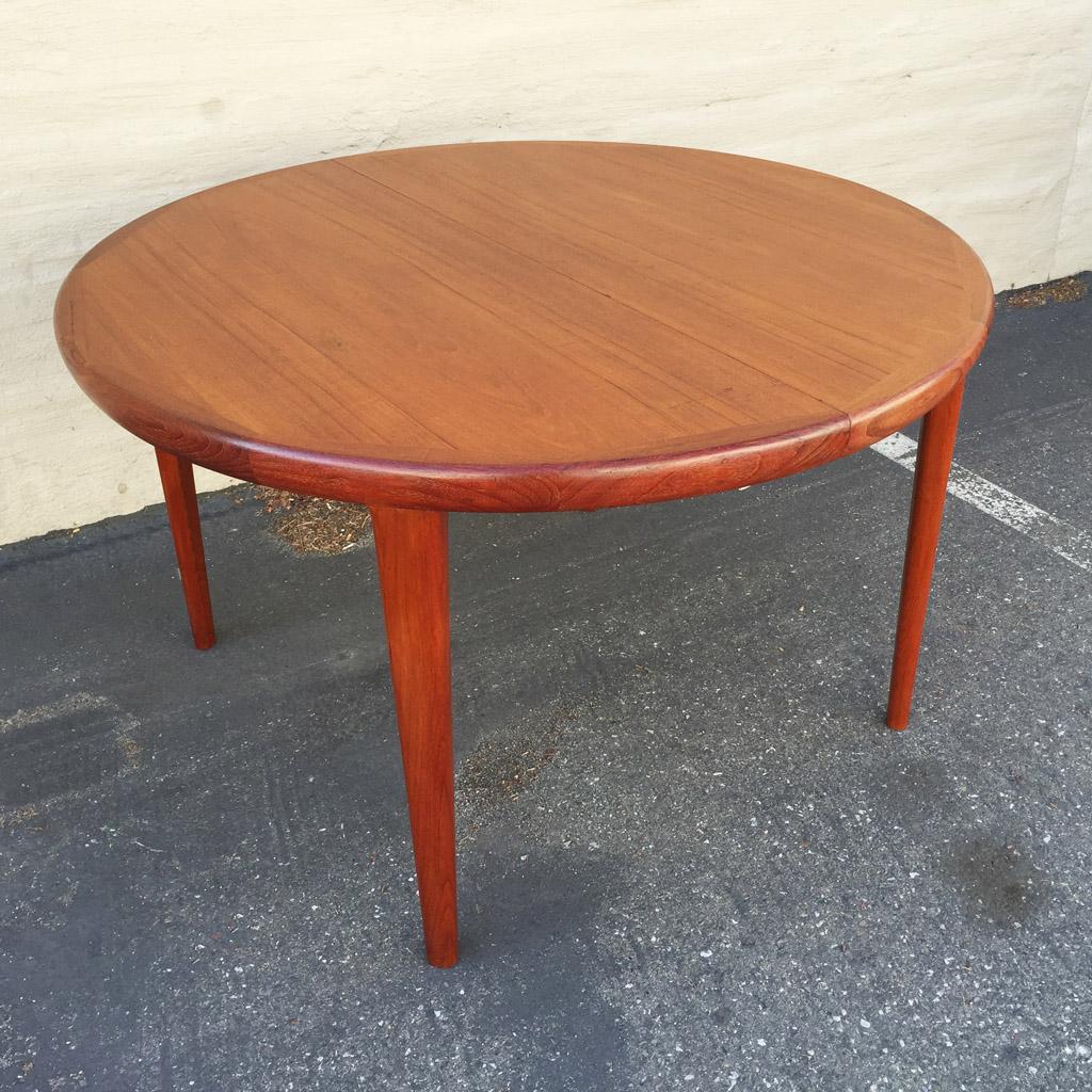 V v mobler teak dining table sold midcenturysanjose for Round teak table top